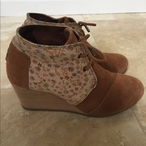 TOMS leaf print wedge boots